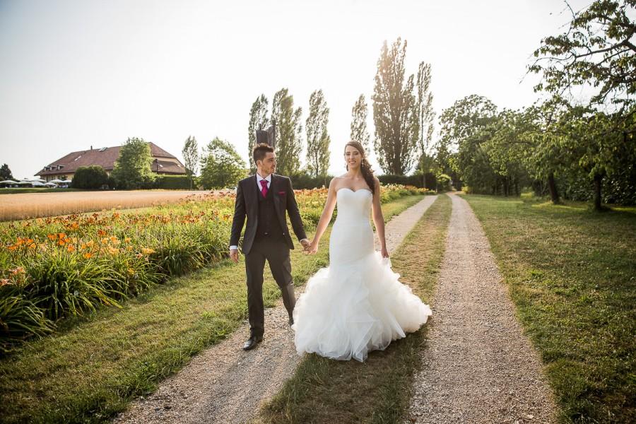 photo de couple, superbe mariage à la porte des iris en suisse